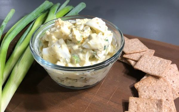 Easy Egg Salad with Whole Wheat Crackers